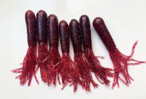Tubos de vinilo en un color candy muy llamativo. Parecen verdaderos cangrejos en el agua.